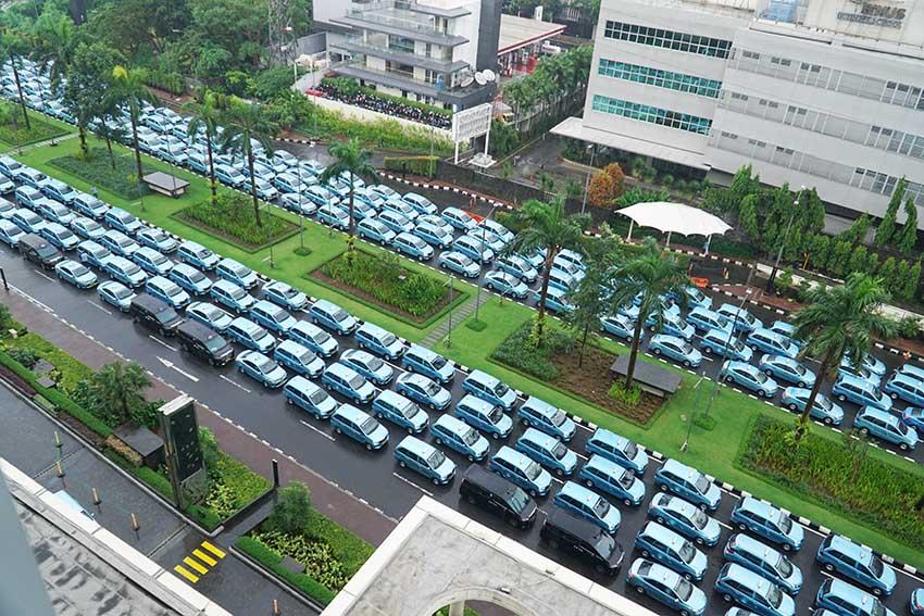 Senayan City Bagikan 400 Paket Sembako Untuk Pengemudi Taksi