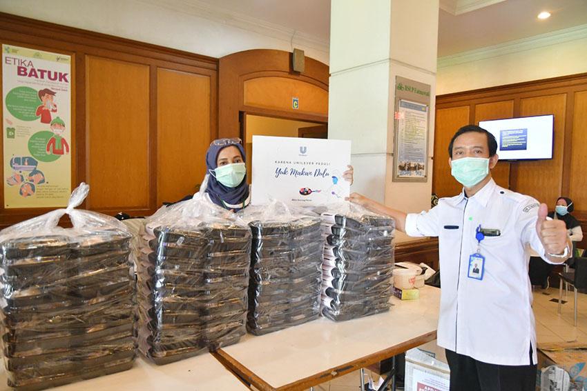 Karyawan Unilever Berikan 52.000 Lebih Paket Makanan Sehat untuk Tenaga Kesehatan