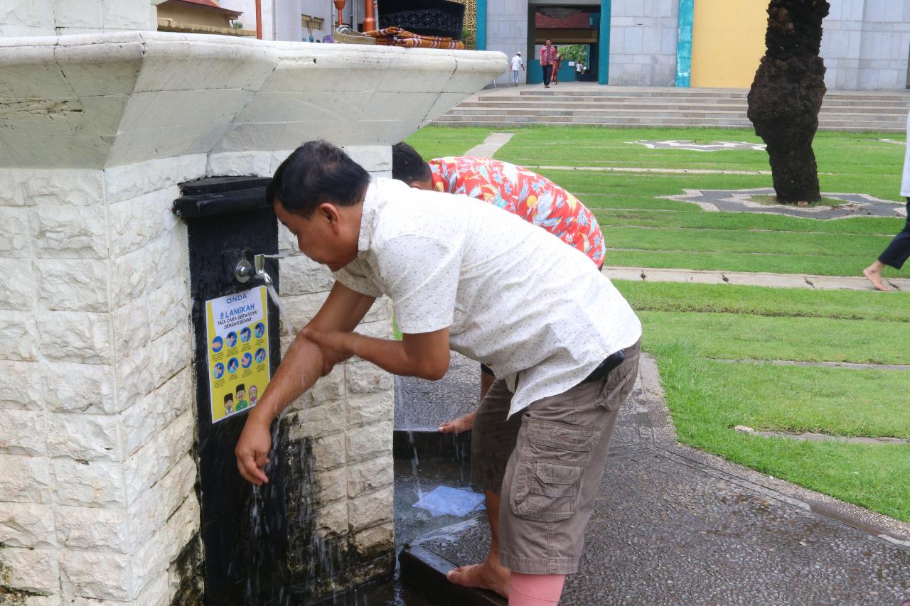 Air Bersih Mengalir di Bulan yang Suci