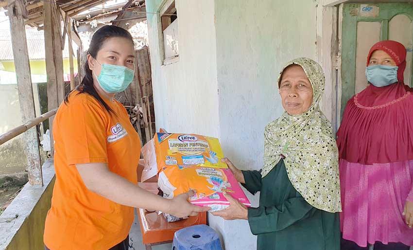 Uni-Charm Indonesia Berikan Donasi dan Edukasi Popok Dewasa ke 6 Panti Werdha