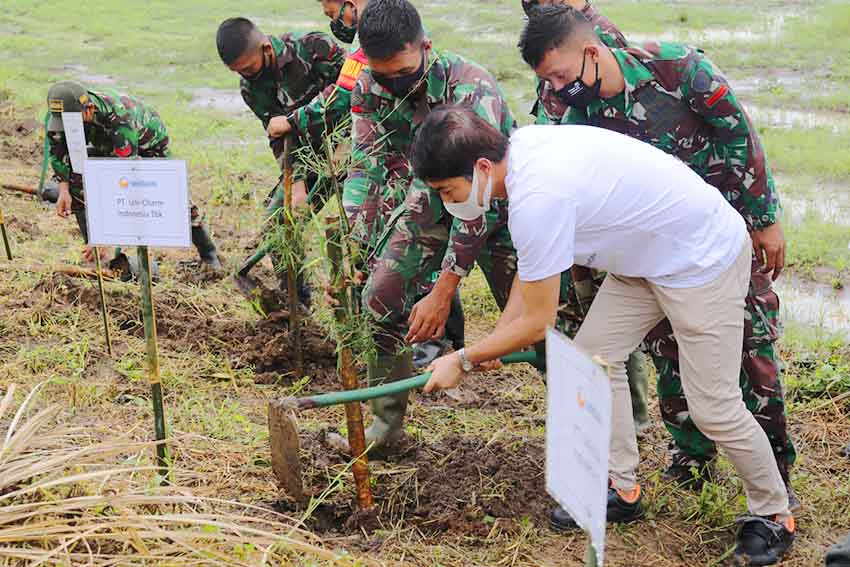 Sukseskan Program  Citarum Harum, Uni-Charm Indonesia Tanam 1.500 Pohon Bambu