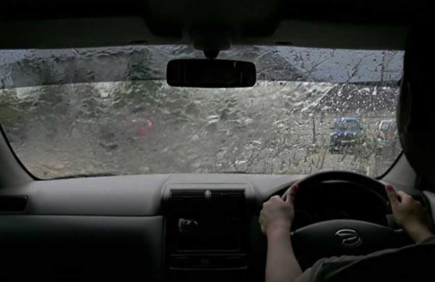 5 Tips Aman Berkendara Matic Saat Hadapi Banjir