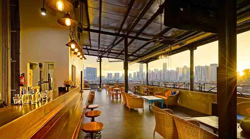 PERON Skycafe Suguhkan Pemandangan Sunset di Selatan Jakarta